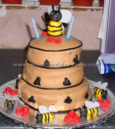 Coolest Bumble Bee Cakes and How-To Tips