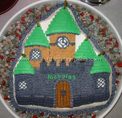 Homemade Hogwarts Harry Potter Cake