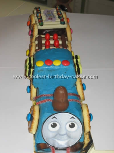 thomas-the-tank-engine-cake-48.jpg