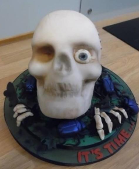 one eyed skull cake