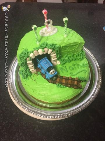 THOMAS tunnel cake