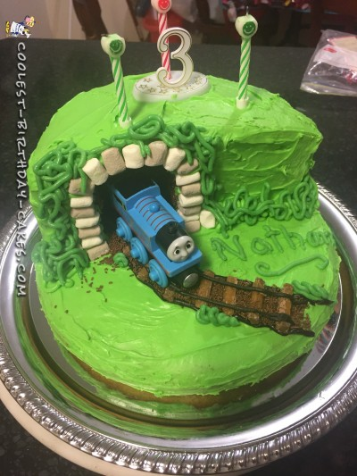 THOMAS tunnel cake