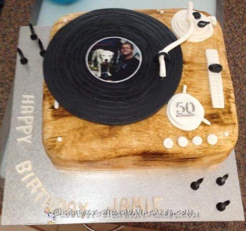Record player birthday cake