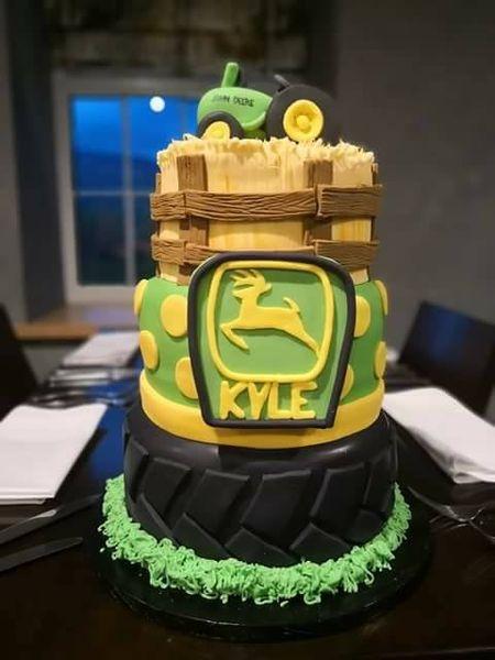 Coolest John Deere tractor cake!
